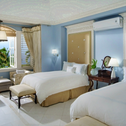 Twin-Palms-north-suite-bedroom-with-double-beds