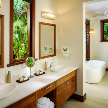Aqua-Bay-Calabash-Bathroom