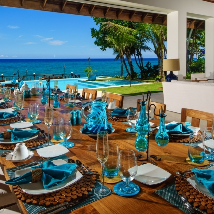 Aqua-Bay-Dining-Area