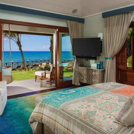 Aqua-Bay-Master-bedroom