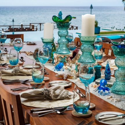 Aqua-Bay-table-setting