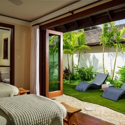 Aqua-Bay-massage-room