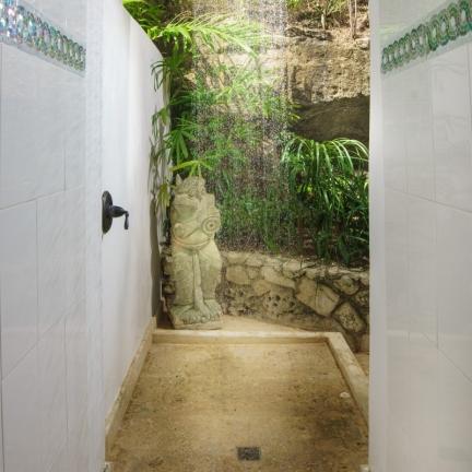Mahogany-Hill-outdoor-shower