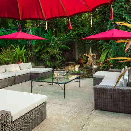Mahogany-Hill-sitting-courtyard