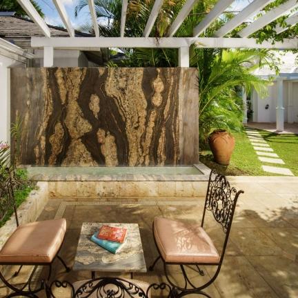 Eureka-courtyard-waterwall