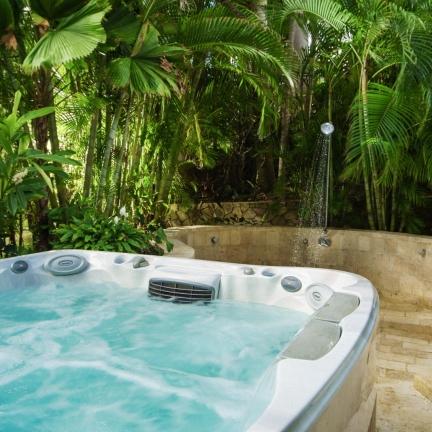 Eureka-hot-tub