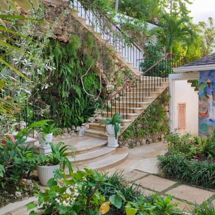 Fairwinds-new-courtyard