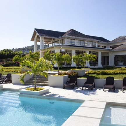 house_whole_w-pool_8044-copy
