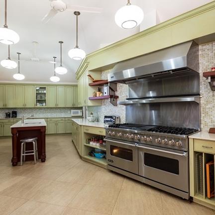 Little-Hill-kitchen-with-range