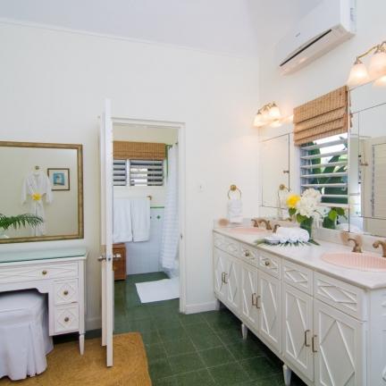 Little-Palm-Bathroom