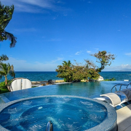 Jacuzzi-and-pool