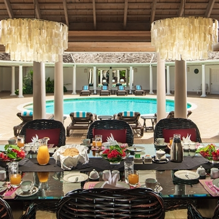 Phoenix-breakfast-table