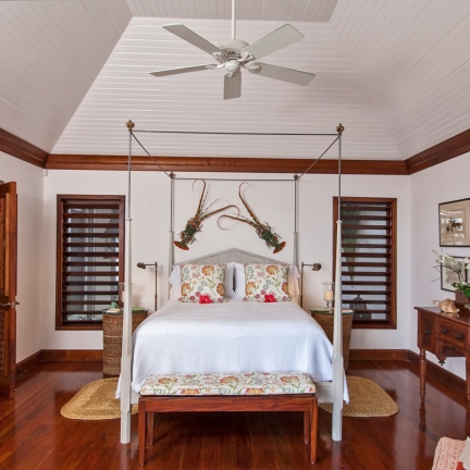 Point-of-View-lobster-bedroom