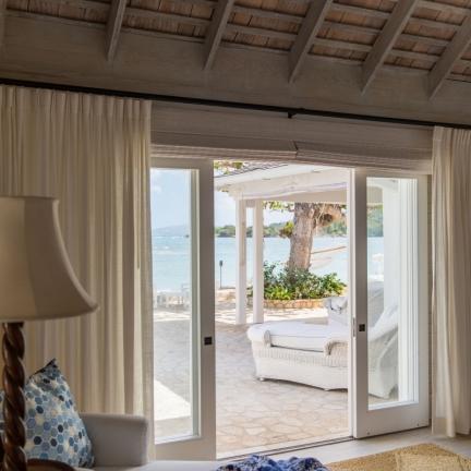 Reef-House-bedroom-with-ocean-view