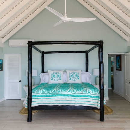 Reef-House-master-bedroom-four-poster-bed