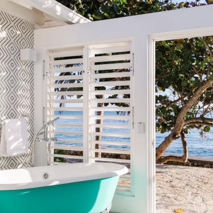 Reef-House-master-outside-tub