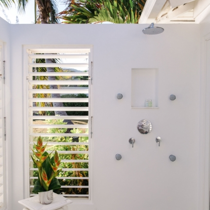 Reef-House-outdoor-shower