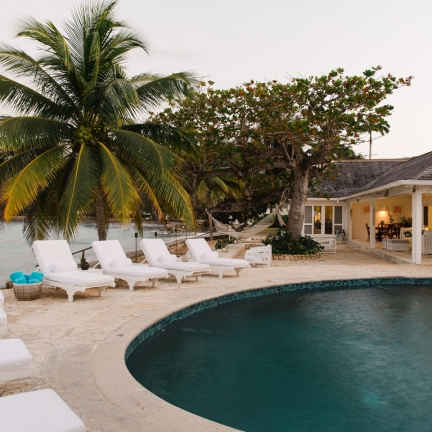 Reef-House-pool-to-house-late-afternoon