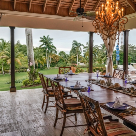 Sundance-new-lower-veranda-dining