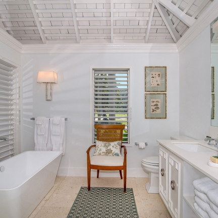 Tradewinds-new-bathroom-with-tub-and-chair-added
