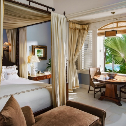 Twin-Palms-north-suite-king-bedroom