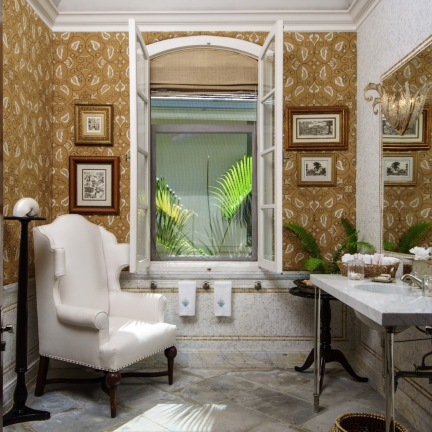 Twin-Palms-powder-room