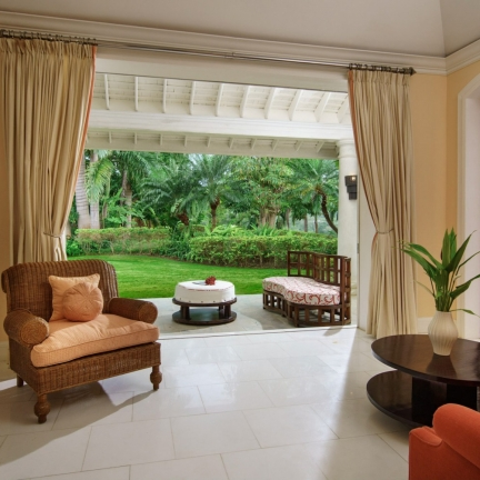 Twin-Palms-south-suite-sitting-room